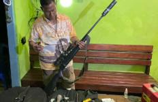 3 Pembuat Senjata Api Rakitan di Merauke Diringkus, Polisi Sita Amunisi, Teleskop dan Peredam Suara - JPNN.com