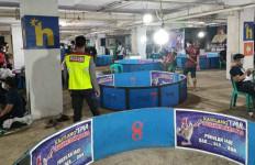 Kontes Ayam di Bogor Dibubarkan Petugas - JPNN.com