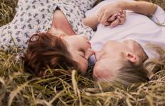 Ladies, 5 Posisi Tidur Anda Ini Ternyata Sangat Disukai Pasangan Lho - JPNN.com