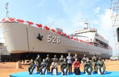 Kementerian Pertahanan Luncurkan KRI Teluk Weda, Kapal Angkut Tank Produksi Dalam Negeri - JPNN.com