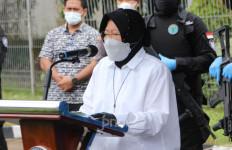 Bu Risma Beber Alasan Kemensos Tak Santuni Warga Korban Covid-19 Lagi - JPNN.com