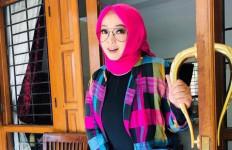 Rina Gunawan Ternyata Memiliki Riwayat Penyakit Asma dan Radang Paru-Paru - JPNN.com