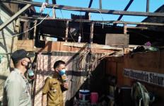 Detik-detik Angin Puting Beliung Meluluhlantakkan Puluhan Rumah di Tigalingga - JPNN.com