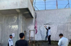 Tahanan Kabur Pakai Kain Sarung, Petugas Kalah Cepat - JPNN.com