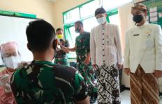Bertemu Anggota TNI, Ganjar: Pilih Disuntik atau Dikirim Berperang? - JPNN.com