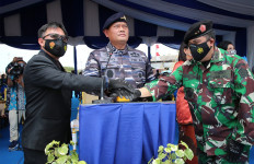 Keren! Kemhan Luncurkan 2 Kapal Angkut Tank KRI Teluk Weda dan KRI Teluk Wondama - JPNN.com