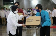 Bu Risma Serahkan Rp 3,5 Miliar Lebih Hasil Lelang Barang HTT kepada Lansia dan PPKS - JPNN.com