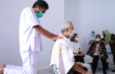 Ganjar dan Bu Risma Terbuai Pijatan Terapis di Gang Kecil - JPNN.com