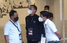 Menpora dan Ketua PSSI pun Sampai Harus Mengelilingi Stadion Madya - JPNN.com