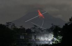 Gunung Merapi Keluarkan 13 Kali Guguran Lava Pijar, Status Masih Siaga - JPNN.com