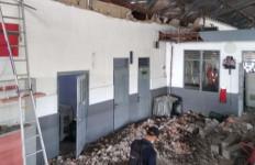 Bruk, Tembok Ruang Tunggu Stasiun Pekalongan Ambruk - JPNN.com