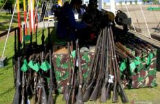 TNI Musnahkan 30 Pucuk Senjata Rakitan, Milik Siapa? - JPNN.com