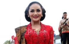 Kehadiran Jokowi di Pernikahan Aurel Banjir Kritikan, Begini Reaksi Krisdayanti - JPNN.com