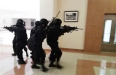 Sempat Kontak Senjata, Pasukan Galuh Kostrad Bebaskan Tawanan di Kantor Bupati Tasikmalaya - JPNN.com