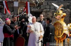 Kunjungi Irak, Paus Fransiskus Dengarkan Kisah Pilu Korban Kekhalifahan ISIS - JPNN.com