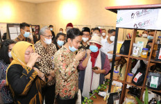 Menaker Ida dan Gibran Rakabuming Raka Meresmikan Barista Jamu di BLK Surakarta - JPNN.com