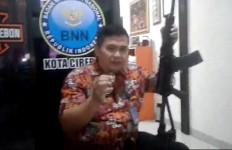AKBP Yaya Ancam Tembak Kepala Bandar Narkoba dengan Senpi Ini, Terkena 1 Peluru Bisa Hancur - JPNN.com