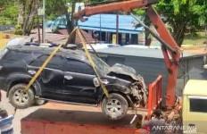 Ngeri, Fortuner Tabrak Rumah Warga, Korban 4 Orang - JPNN.com