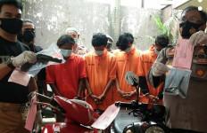 Komplotan Pencuri Motor Beroperasi di Tebet, Hasil Aksi Dijual Murah Banget - JPNN.com
