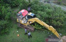 AKBP Irwan: 5 Ekskavator Ini Disembunyikan di Semak-semak - JPNN.com