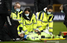 Kiper Wolverhampton Terkapar Lama di depan Gawang - JPNN.com