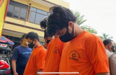 Gara-gara Saling Ejek, 2 Pemuda Kena Bacok Sekujur Tubuh - JPNN.com