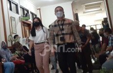 Suami Absen di Sidang Cerai, Wulan Guritno: Saya Mewakili - JPNN.com