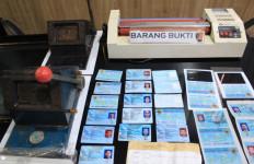 Polres Pelabuhan Tanjung Priok Tangkap Pelaku Pemalsuan E-KTP - JPNN.com