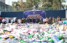 Barang Ilegal Bernilai Miliaran Rupiah Dimusnahkan Bea Cukai - JPNN.com