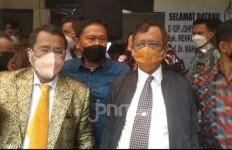 Dengarkan Curhat Vivi, Pak Mahfud MD ke Kopi Johny Pagi-pagi - JPNN.com