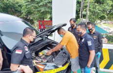 Polisi Temukan Ini di Kap Mobil MK Cs, Modus Baru - JPNN.com