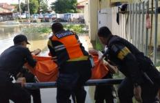 Mayat Pria Misterius Mengambang di Sungai, Kartu Identitasnya Bikin Kaget - JPNN.com
