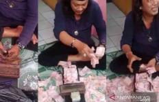 Ustaz Gondrong Menggandakan Uang pakai Jenglot dan Kotak Ajaib? - JPNN.com