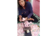 Video Viral Detik-detik Ustaz Gondrong Beraksi, Menggandakan Uang? - JPNN.com