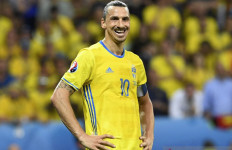 Ketika Ibrahimovic Menangis Haru - JPNN.com