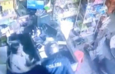 Toko Sembako Dirampok, Pelaku Pakai Jaket Bertuliskan Polisi - JPNN.com