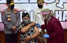 Gibran Dampingi Kapolri Tinjau Vaksinasi di Jateng - JPNN.com
