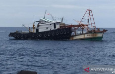 Mencuri Ikan di Perairan Indonesia, 4 Kapal Berbendera Vietnam Dimusnahkan - JPNN.com