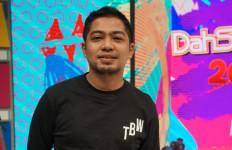Jenguk Anji di Rutan, Ade Govinda Bahas Soal Ganja? - JPNN.com
