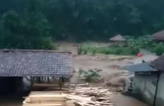 Seperti Ini Dahsyatnya Banjir di Sumedang, Sawah, Vila, dan Rumah Tersapu Air - JPNN.com