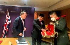 Ke Inggris pun Prabowo Subianto Bawa Keris - JPNN.com