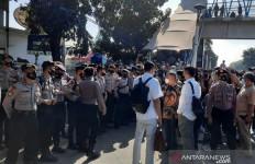 Kuasa Hukum Habib Rizieq yang Masuk ke PN Jaktim Dibatasi, Polisi Turun, Tegang - JPNN.com