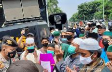 Situasi di PN Jaktim Sempat Memanas, Sejumlah Pendukung Habib Rizieq Diamankan - JPNN.com