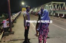 Dua Penjambret Terjebak di Lorong Buntu, Kabur Tinggalkan Motor - JPNN.com