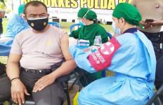 Amankan Kedatangan Wapres, Ratusan Personel Polda Kalteng Divaksin - JPNN.com