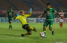 Aji Santoso Beber Kunci Kemenangan Persebaya atas Madura United - JPNN.com