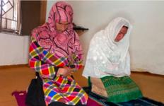 Para Waria ini Merasa Damai Membaca Alquran di Madrasah Khusus Kaum LGBT - JPNN.com