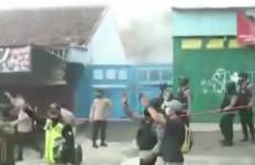 Ledakan Terjadi di Lokasi Penangkapan Seorang Terduga Teroris di Bekasi, Warga Berlarian - JPNN.com