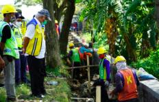 Tinjau Program Padat Karya Tunai, Menteri Basuki: PKT Mempercepat Pemulihan Ekonomi - JPNN.com