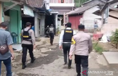 Rumah Terduga Teroris di Sukabumi Dikepung dan Digeledah Tim Densus 88 - JPNN.com